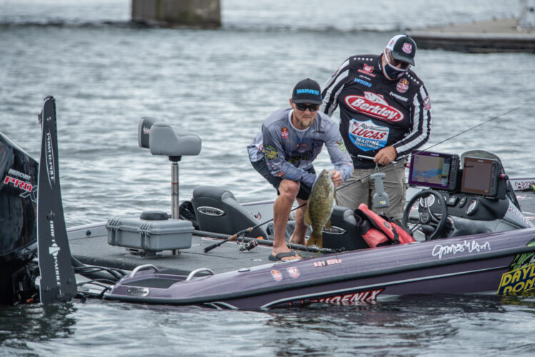 Image for GALLERY: Stage Five Starts with Smallie Slugfest