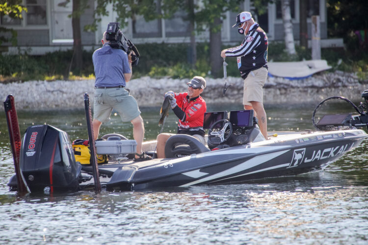 Image for GALLERY: Wild Qualifying Day on Sturgeon Bay