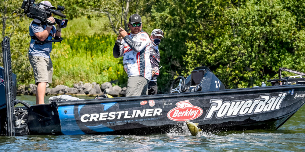 Image for John Cox Crushes Day 2 of FLW TITLE