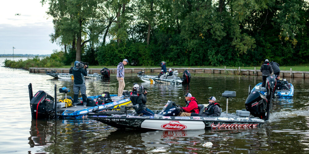 Image for Nine Pros Race to Hit Target Weight in Sudden Death Round 1
