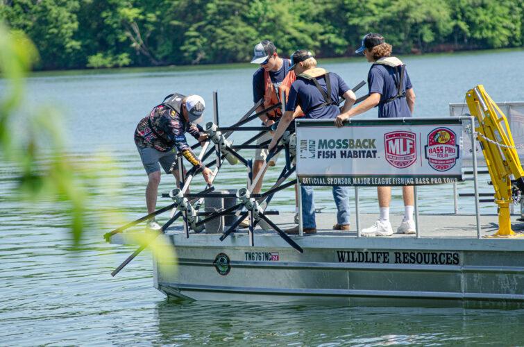 Rhea County Students Add Mossback Fish Habitats to Watts Bar