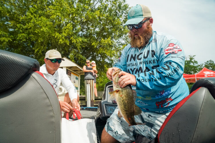 Image for GALLERY: Tackle Warehouse Pro Circuit, Potomac River, Day 2 Weigh-in