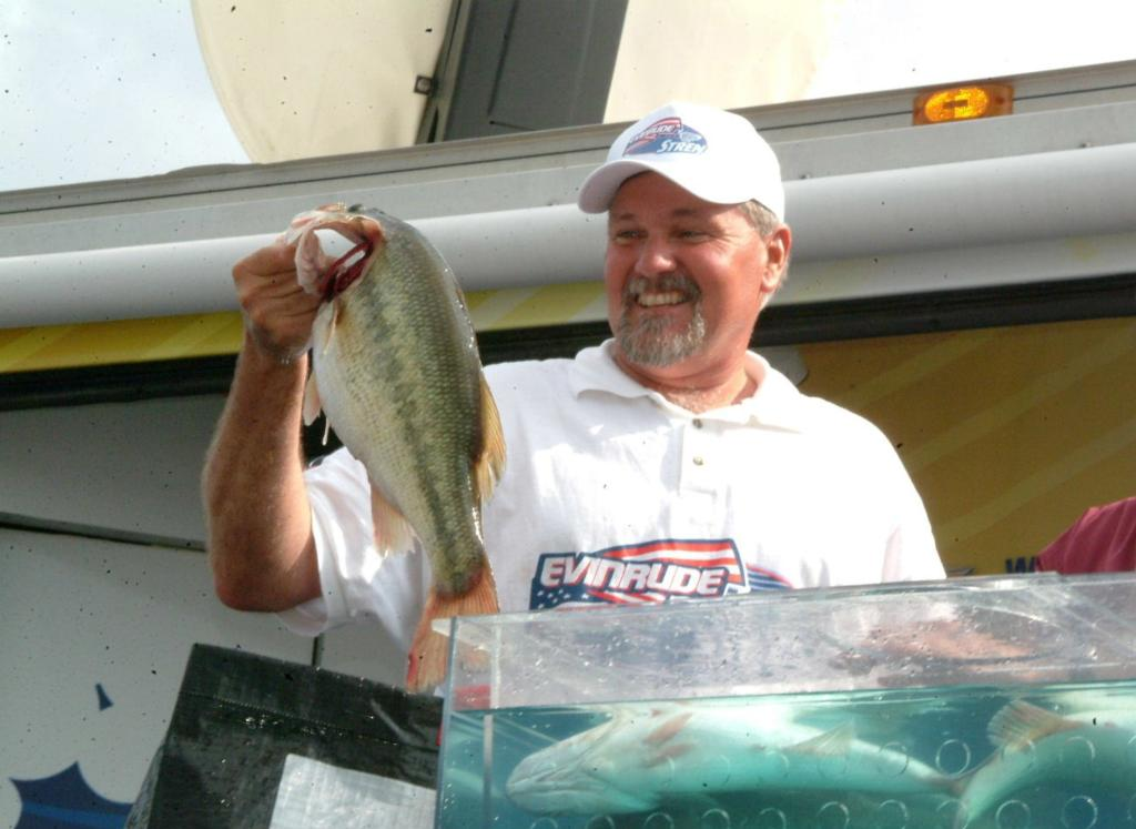 Image for Smith busts 18 pounds, wins Kentucky Lake co-angler title