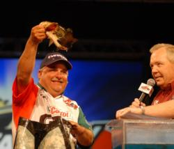 Day-two leader Carl Svebek of Siloam Springs, Ark., weighed in five bass for 9 pounds, 10 ounces on day three to take third place.