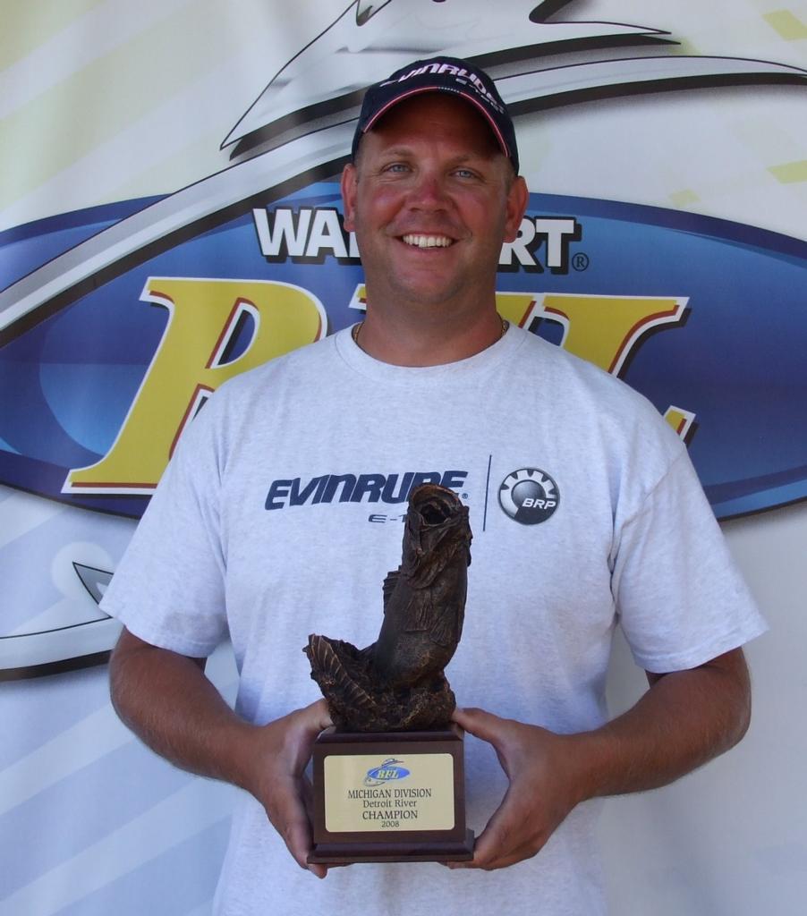 Image for Dowd wins Walmart BFL event on Detroit River