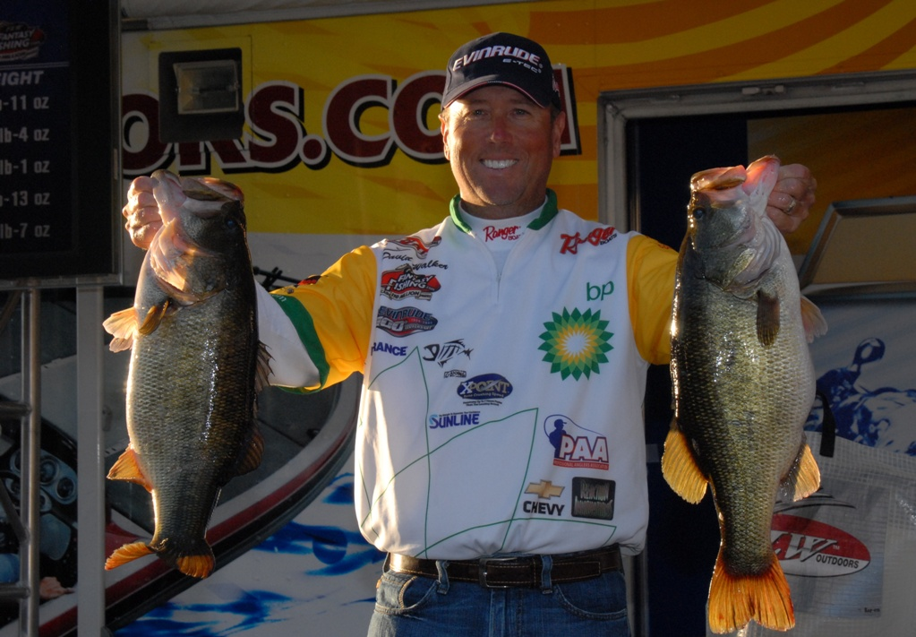Image for Walker wallops 29-3 to lead Chevy Open