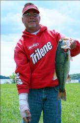Despite a broken hand, Keith Honeycutt was able to catch 11 pounds, 10 ounces and take the early lead in the Co-angler Division.