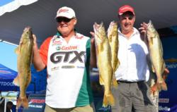 Fourth-place pro John Campbell and co-angler Scott Peterson caught five Green Bay walleyes Friday weighing 28 pounds, 15 ounces.