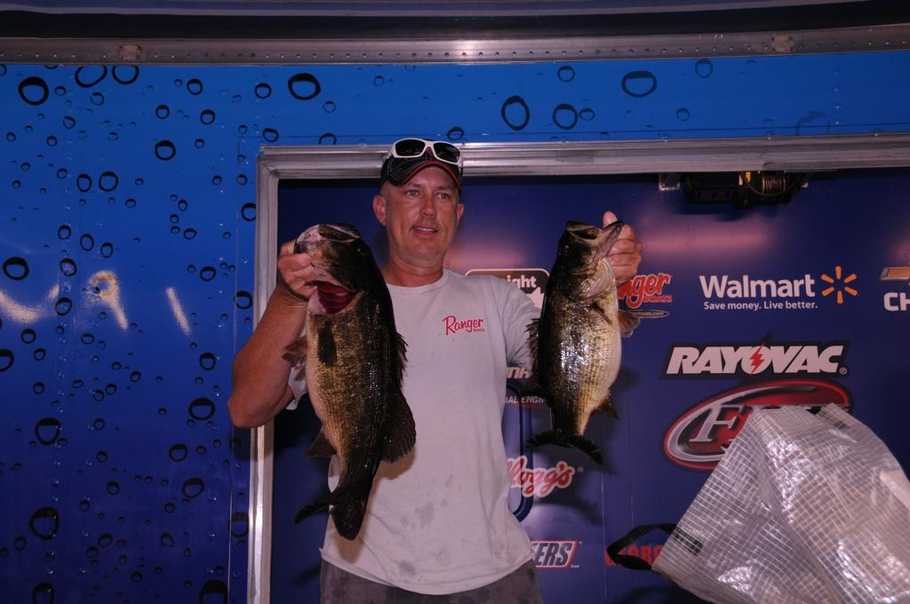 Image for Fels finds lead at Okeechobee