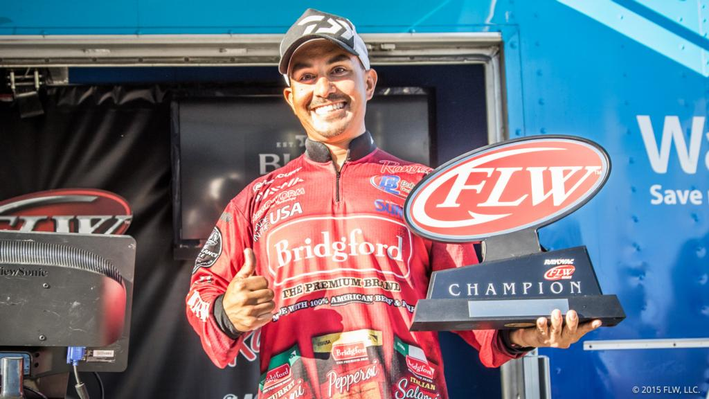 Image for Uribe Wins Rayovac FLW Series Western Division Finale, AOY Title On Clear Lake