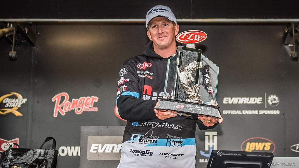 Image for Schmitt Wins FLW Tour on Mississippi River Presented by Evinrude
