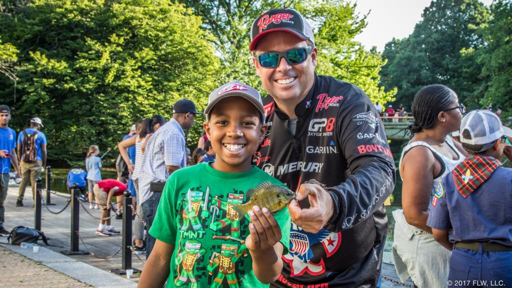 Image for Scouts, FLW Take Hundreds Fishing in Brooklyn