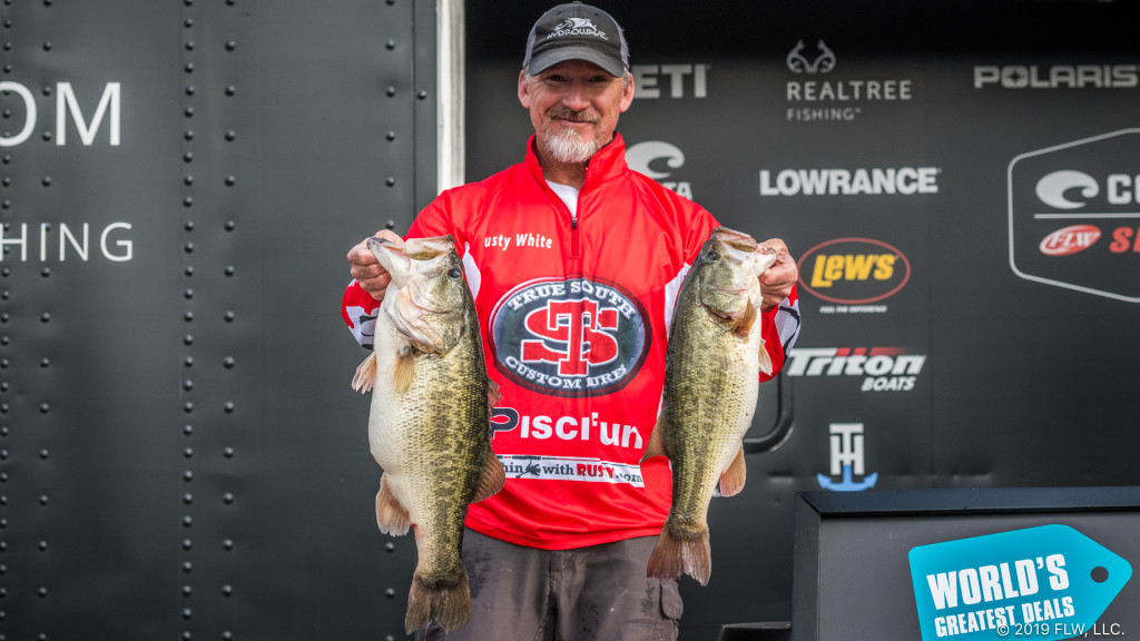 Image for White Leads with 28-11 on Chickamauga
