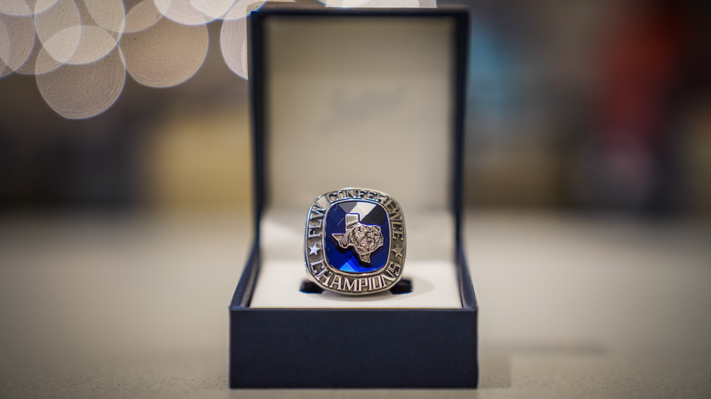 Image for ETBU Gets School of the Year Rings