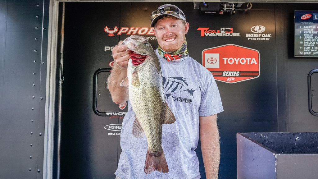 Image for Cook Still Leads on Lake of the Ozarks